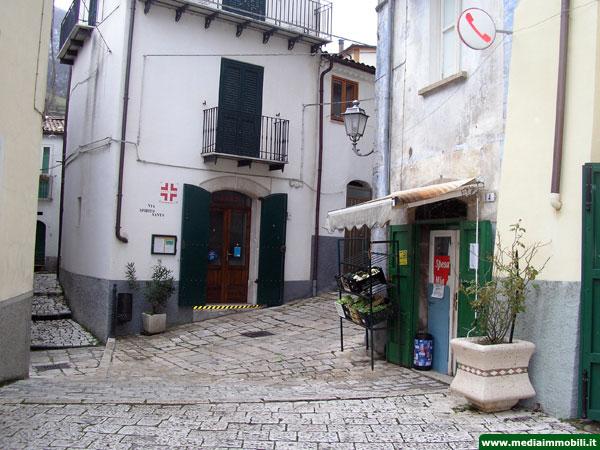 Casa rustica in vendita a roccamandolfi mediaimmobili for Piani casa rustica