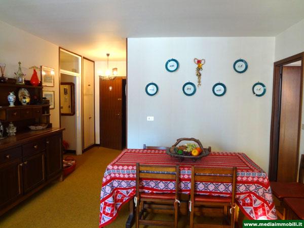 Appartamento trilocale con garage in vendita a campitello for Casa in vendita con garage appartamento